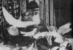 отец Иосиф со своими любимцами