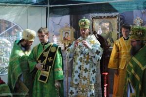 Праздничная Божественная литургия во главе с Преосвященнейшим епископом Никодимом